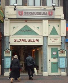 Sex Museum di Amsterdam, link qui per dimensioni reali